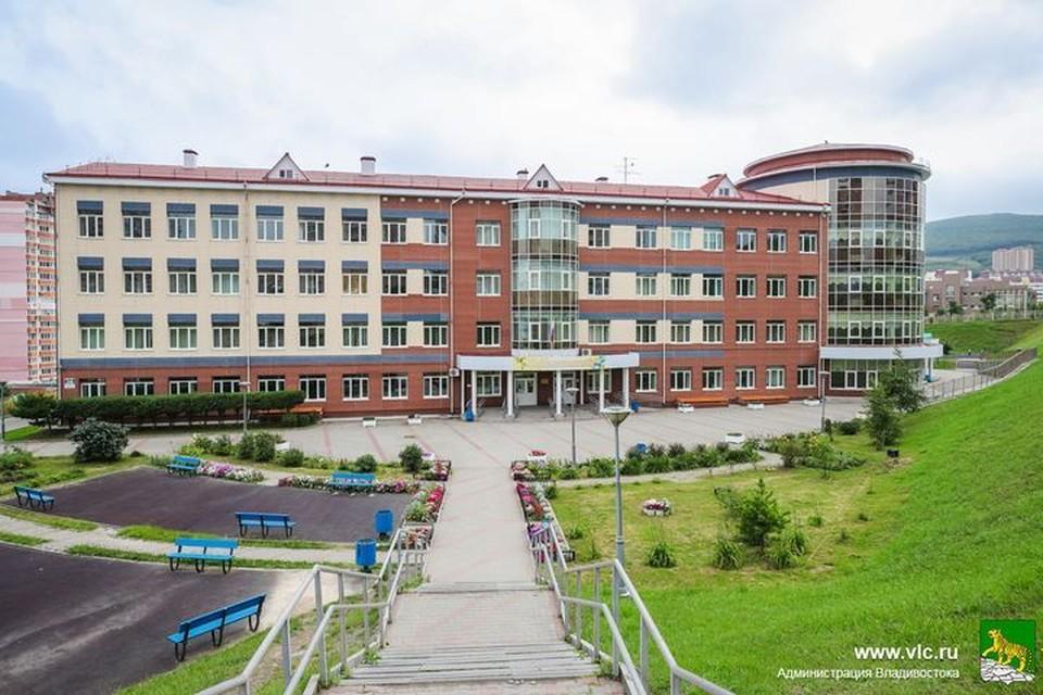 Во Владивостоке отремонтируют кровлю в школах и садах.