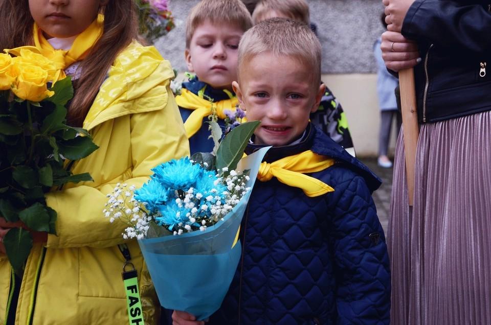 На лице этого томского мальчишки отразились все эмоции, которые испытывают сегодня первоклассники: радость, страх, волнение, надежда!