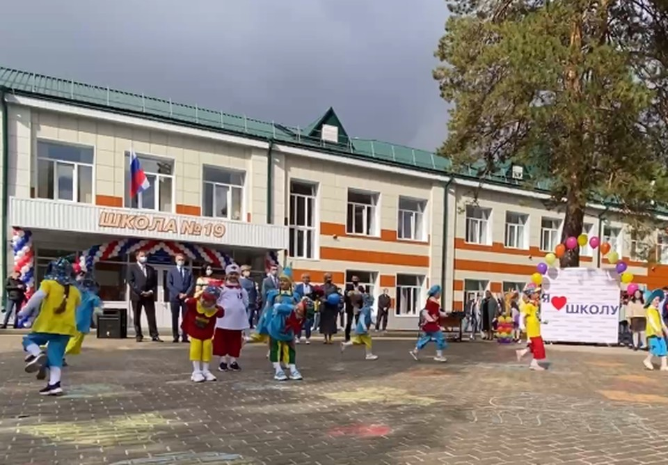 Празднование, посвященное Дню знаний, прошло в отремонтированной школе. Фото: telegram-канал мэрии Томска