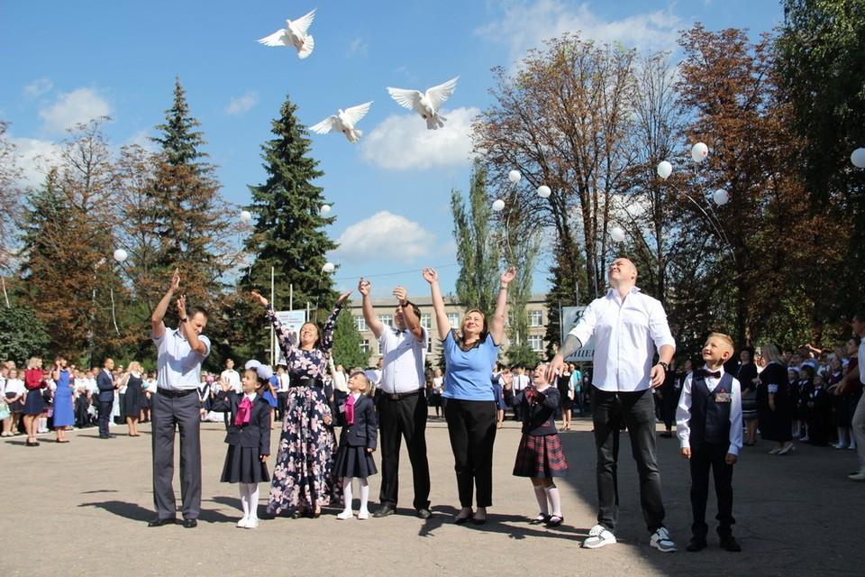 В школах ДНР прозвучал Первый звонок. Фото: сайт Главы ДНР
