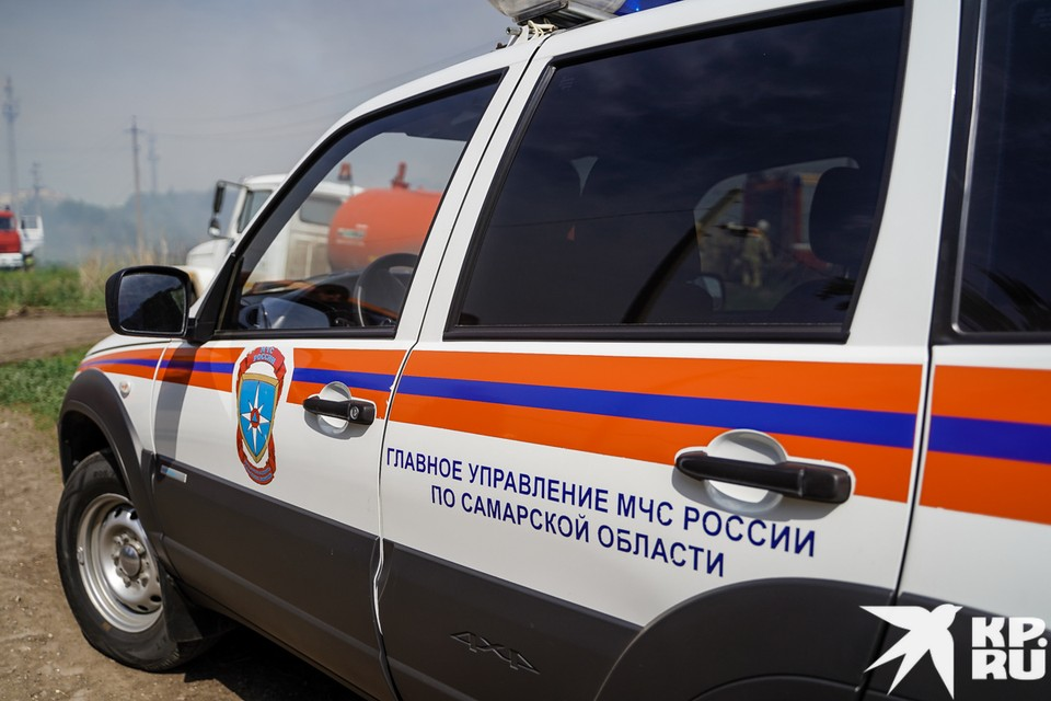 Пожарные работают на пожаре в Борском районе
