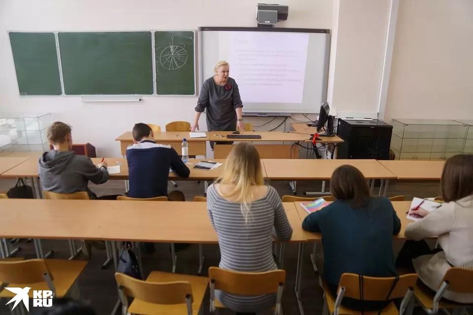 Выплаты за кураторство назначены по аналогии с классным руководством в школах.