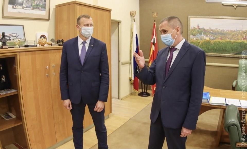 Мэр Смоленска Андрей Борисов назначил главу администрации Промышленного района. Фото: пресс-служба администрации города Смоленска.