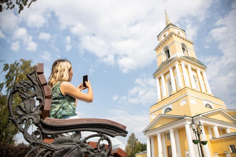 Благодаря скоростному интернету делиться красивыми снимками можно из любой точки города