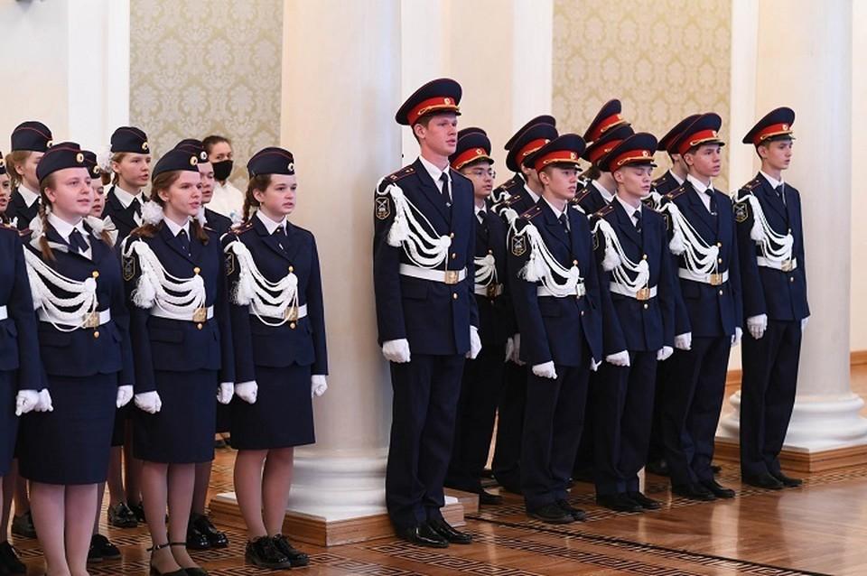 Церемонию посвящения прошли 59 десятиклассников. Фото: metshin.ru