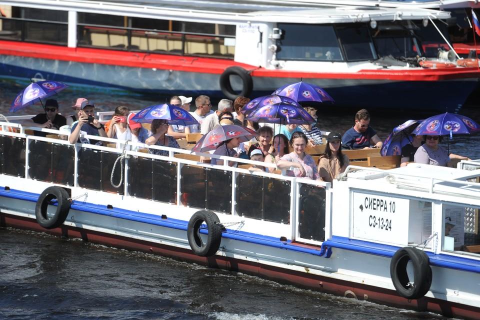 Всего за первое полугодие город на Неве уже принял более 2,6 миллионов гостей.