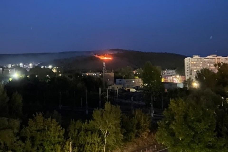 Жители Жигулевска наблюдали из окна, как горит лес в нескольких километрах от них