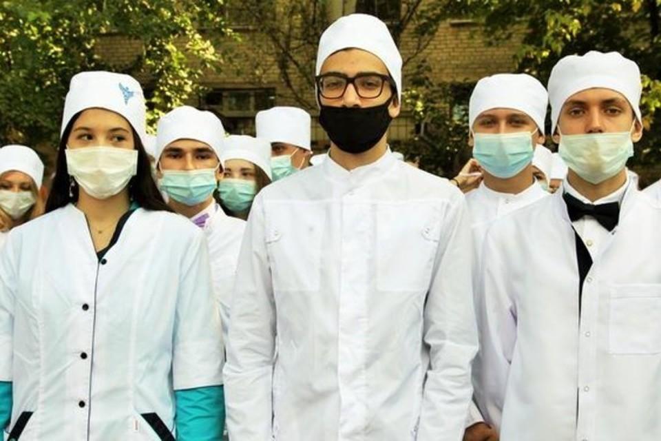 В число наиболее востребованных специальностей вошли и медицинские. Фото: ДонНМУ