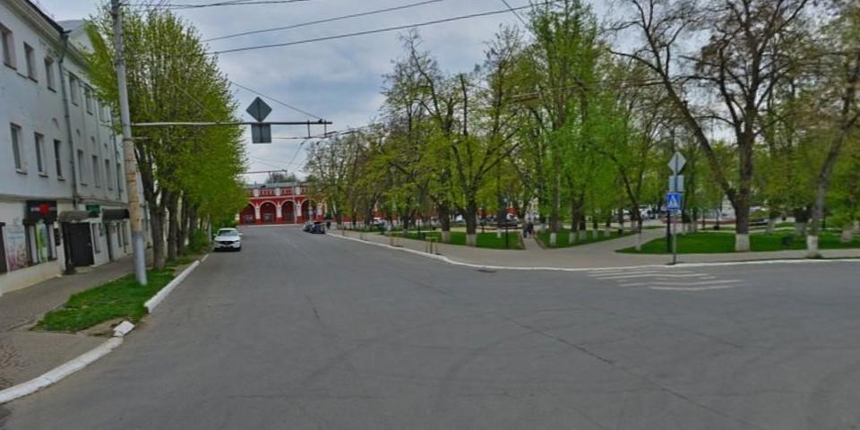 Пересечение улиц Театральной и Кропоткина.