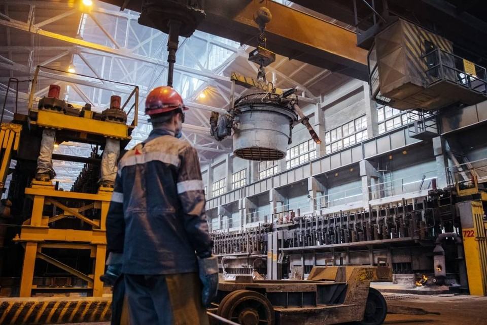 Русал выстоял, но если санкционный удар повторится, встанет вся энергосистема России. Фото: Артём Моисеев.