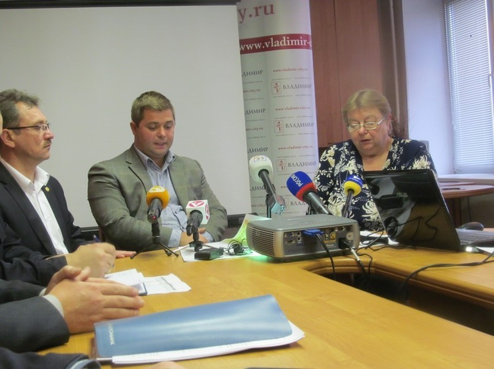 Антон Аручиди (в центре)