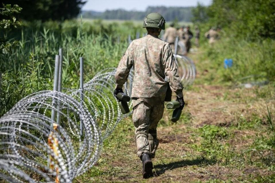 Польша вводит режим чрезвычайного положения на границе с Беларусью. Фото: Delfi