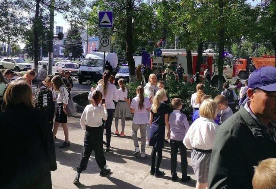 Нижегородские школы эвакуировали после серии звонков о минировании