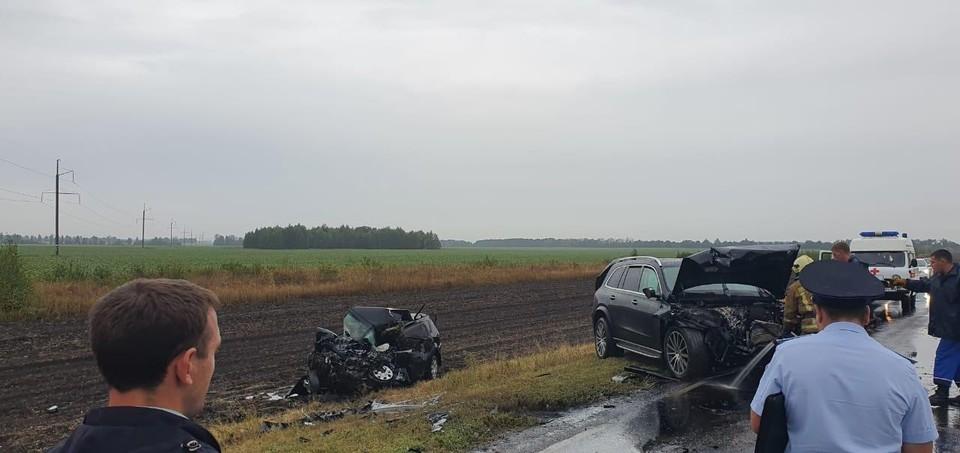 На дороге произошло лобовое столкновение