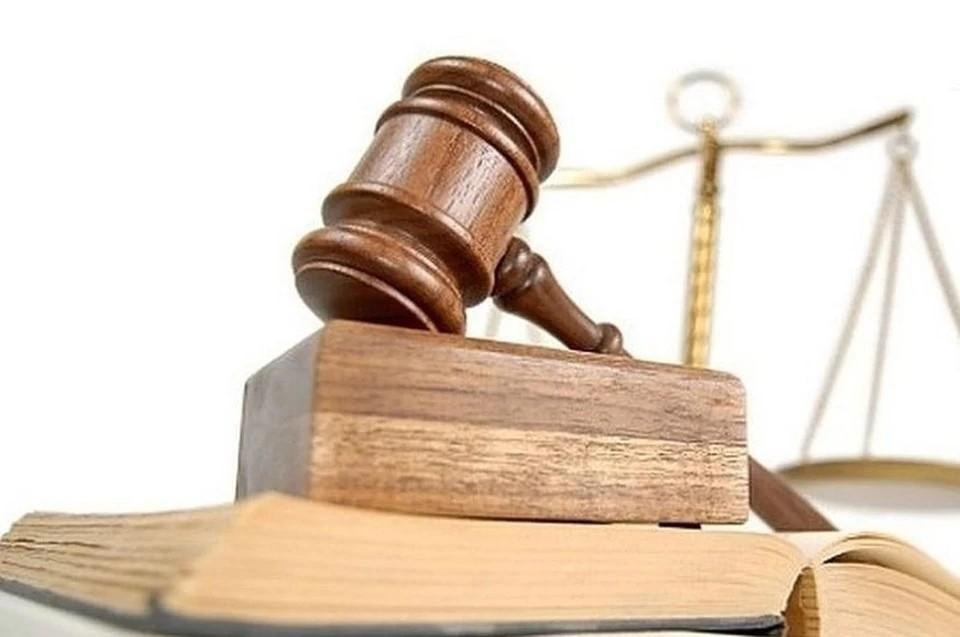 В Новосибирске 30-летний бывший полицейский пойдет под суд за нападение и ограбление мужчины.