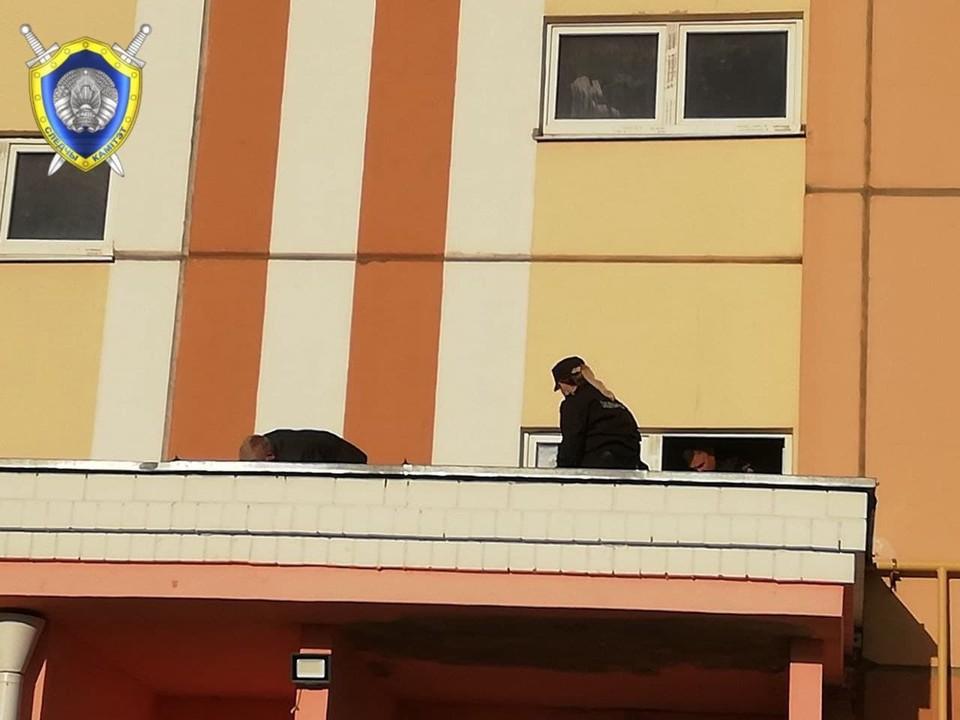 Сейчас на месте происшествия работают сотрудники районного и областного следствия, эксперты и милиция. Фото: СК Беларуси.