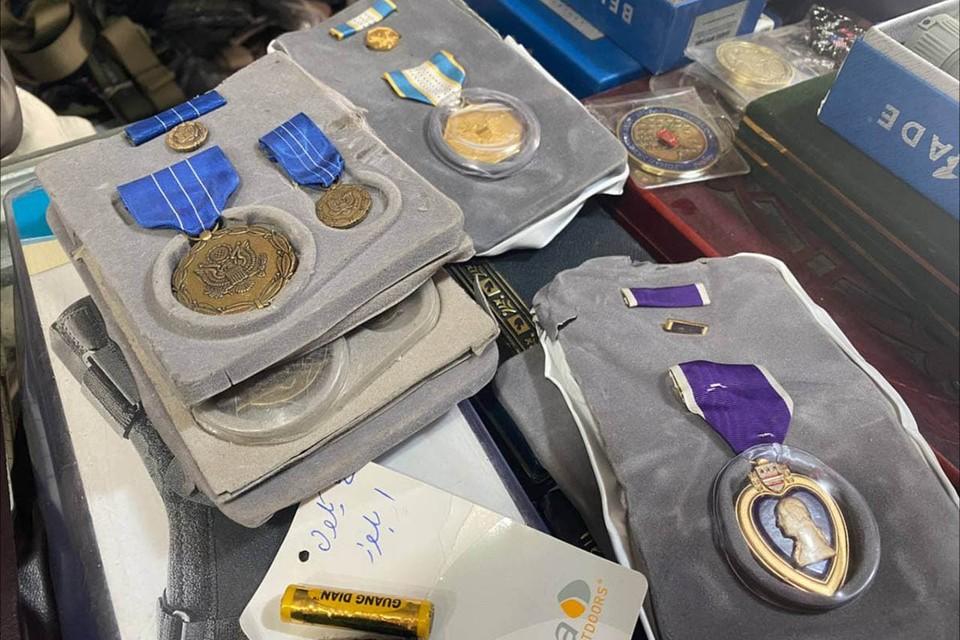 В Кабульских «магазинах отжатого имущества» продаются американские награды.