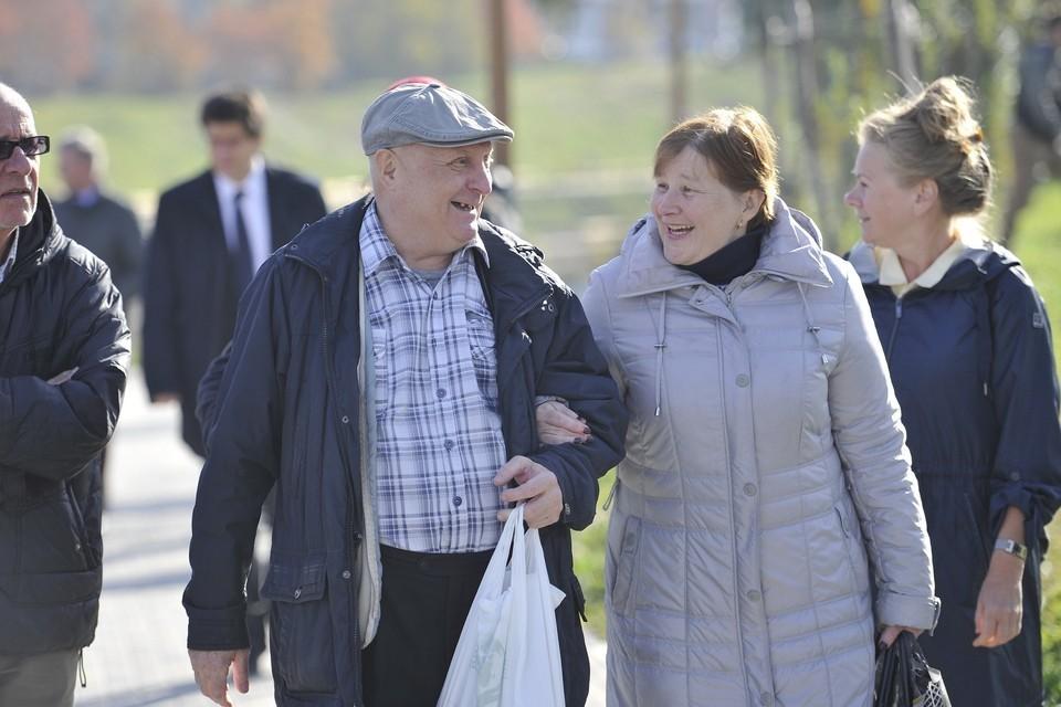 Пенсионеры получат карты номиналом 150 рублей