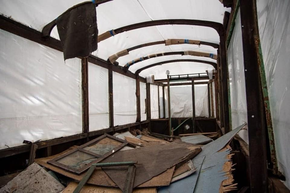 В Петербург вернулись на реставрацию и хранение два вагона блокадного трамвая. Фото: Смольный
