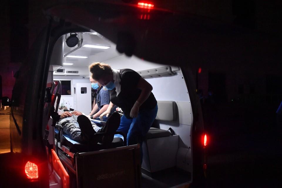 Омич отправил приятеля в больницу и сам отправился следом.