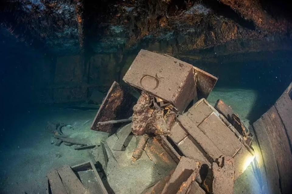 Беглый осмотр «Карлсруэ» показал: на борту судна много интересного!