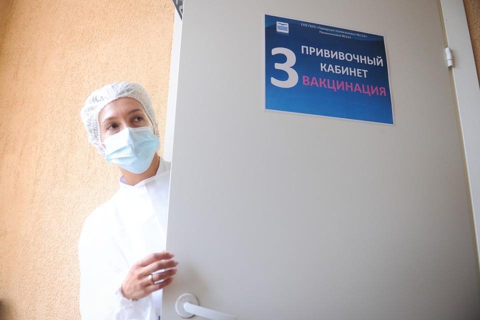 Испытания вакцины BCD-250, которая должна защитить от новых штаммов ковида, начались в Петербурге 6 сентября.