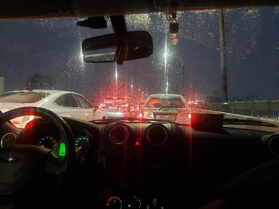 В Омске из-за осадков прогнозируют проблемы на дорогах.