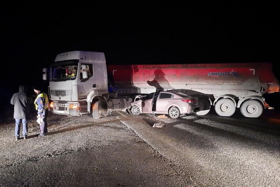 В ДТП пострадали люди, которые ехали в легковушке Фото: УГИБДД по Свердловской области