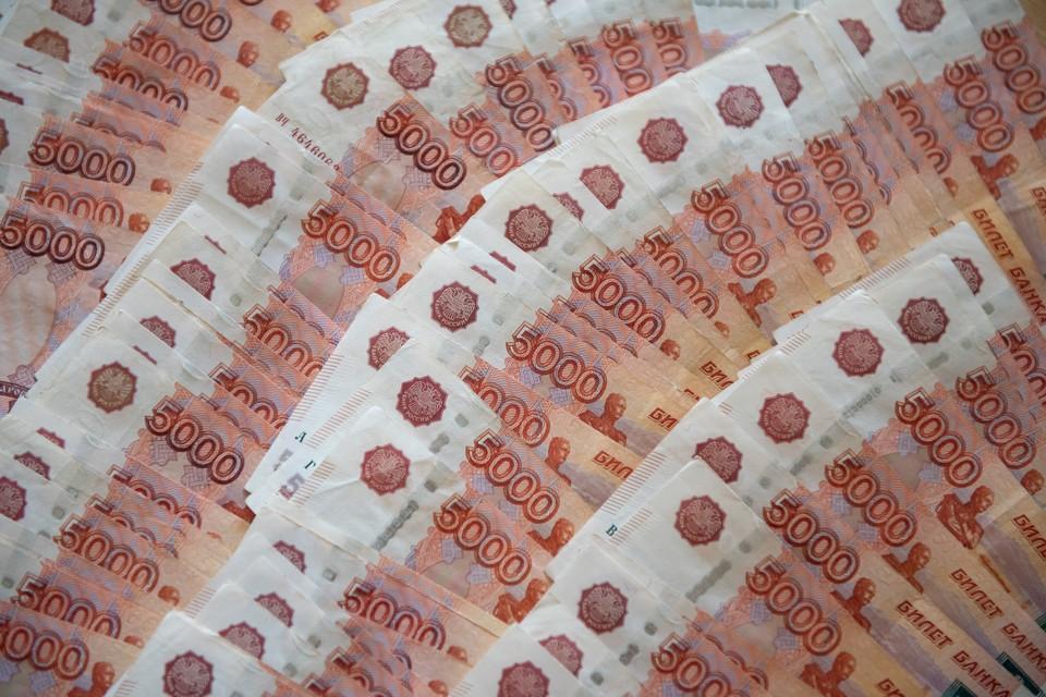 Женщина поверила мошеннику, который представился сотрудником Следственного комитета, и перевела деньги на неизвестный банковский счет.