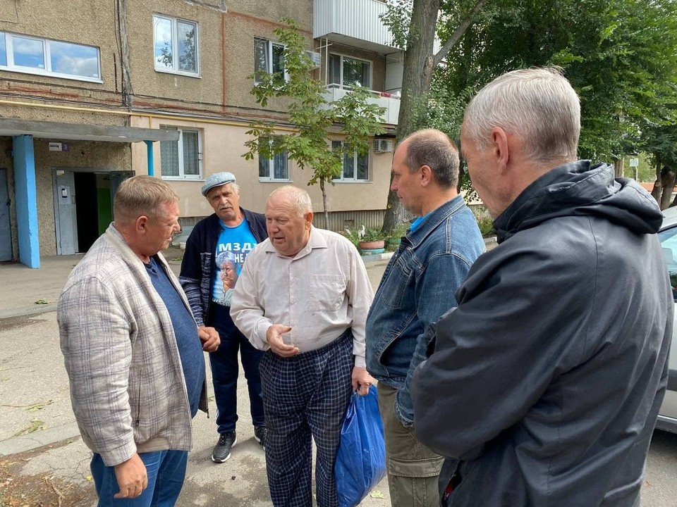 Жители дома 12А на Весенней пожаловались депутату на проблемы с УК
