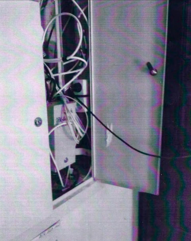 Мужчина подключился к электроэнергии с помощью удлинителя. Фото: материалы дела.
