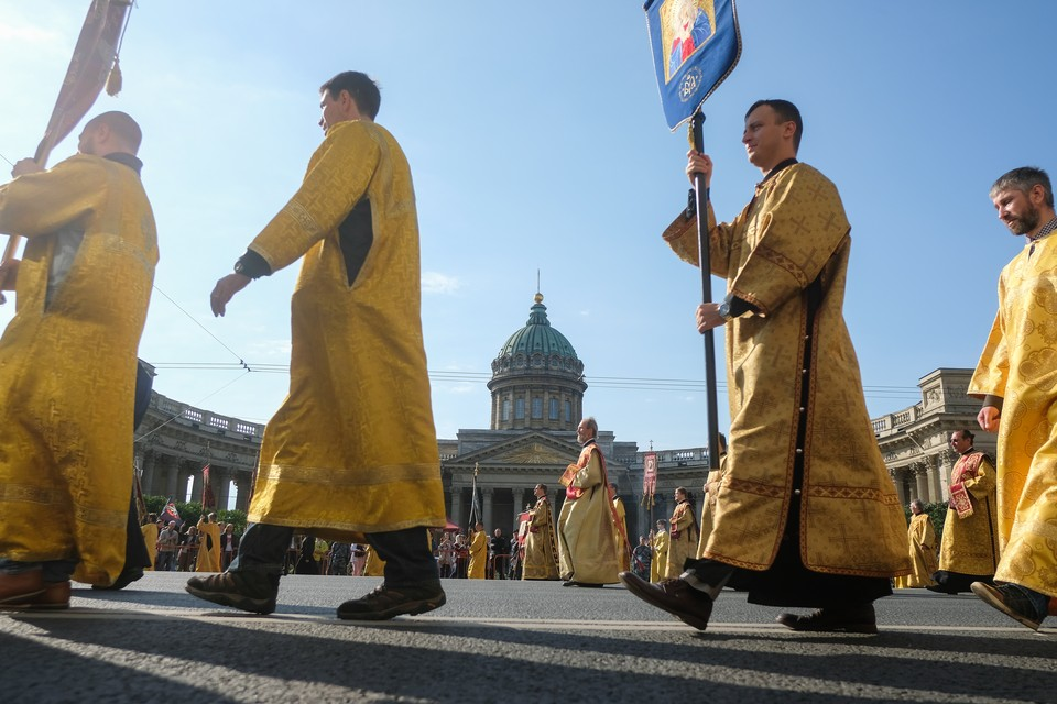 Салюта и большого крестного хода в день памяти Александра Невского в Петербурге не будет