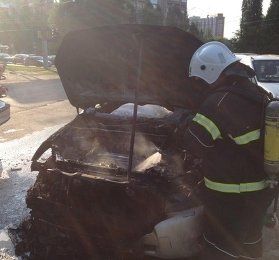 В Семилуках машину удалось потушить, в Кантемировском районе - нет.