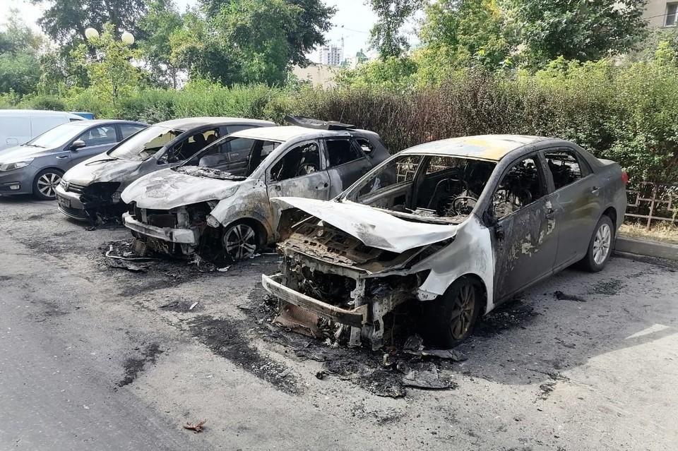 Четыре автомобиля подожгли ночью в Липецке