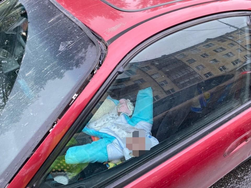 в Тюмени автомобилистка ехала с 3-месячным малышом на переднем сиденье.