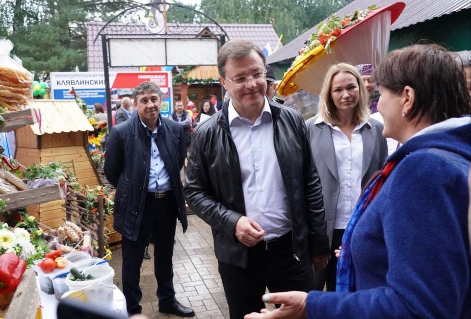 Дмитрий Азаров побывал на выставке в Усть-Кинельском