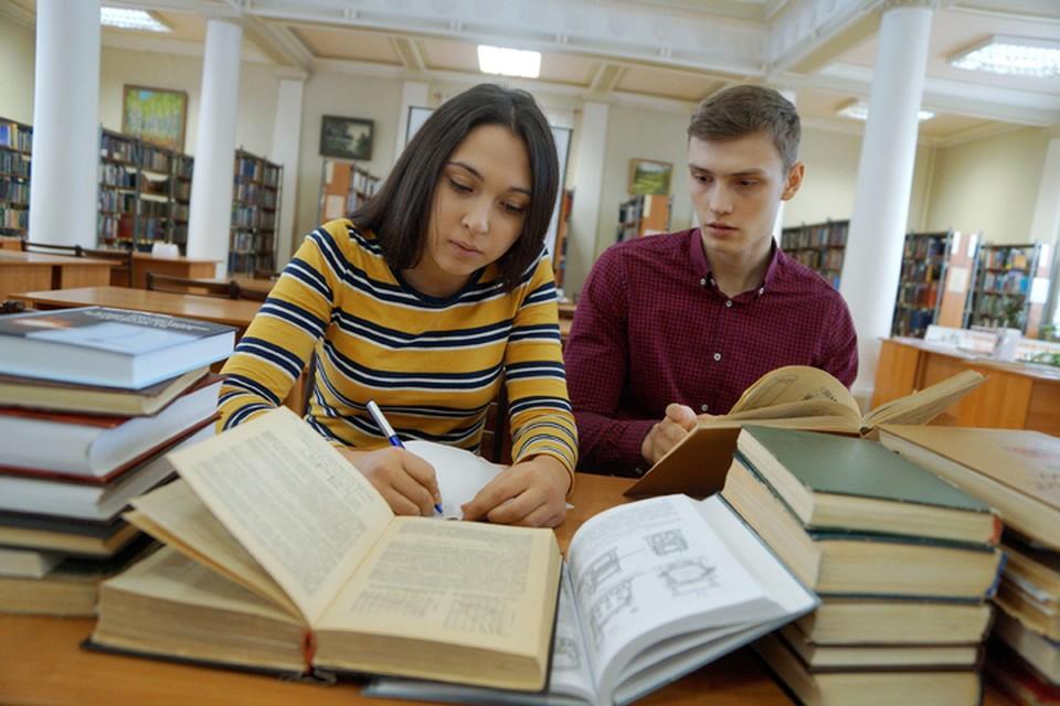 Недобор студентов в учебных заведениях объясняют новой системой зачисления, утвержденной в этом году.