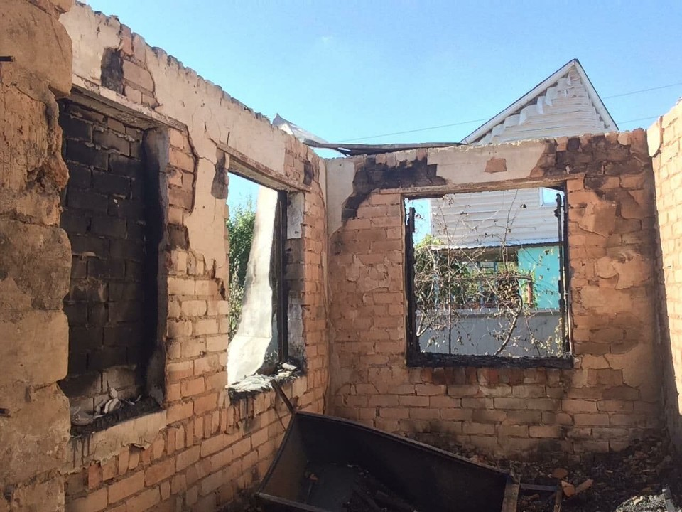 Огонь охватил дом полностью