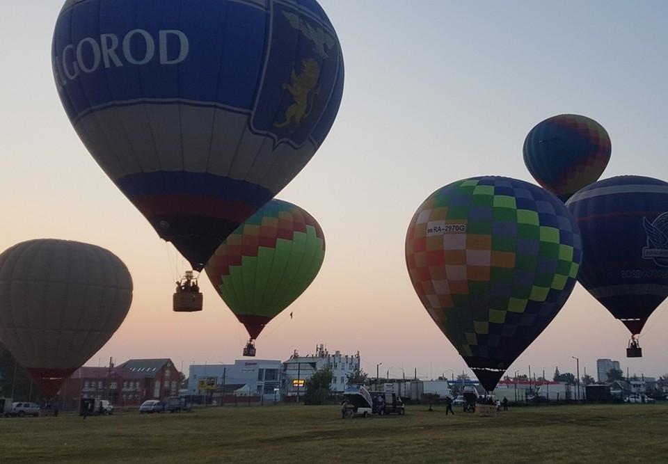 В 6 часов утра над городом поднялись десять воздушных шаров