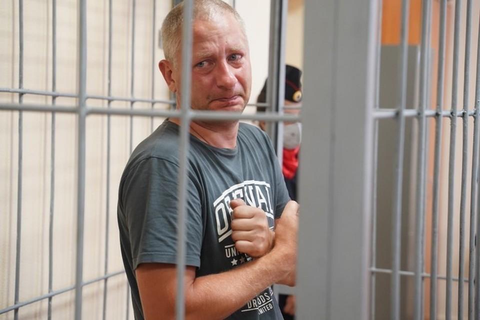 В суде, где избиралась мера пресечения, Антон Безчетвертев плакал, глядя на свою жену