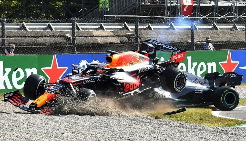 Ферстаппен потеряет три места на Гран-при России из-за аварии с Хэмилтоном