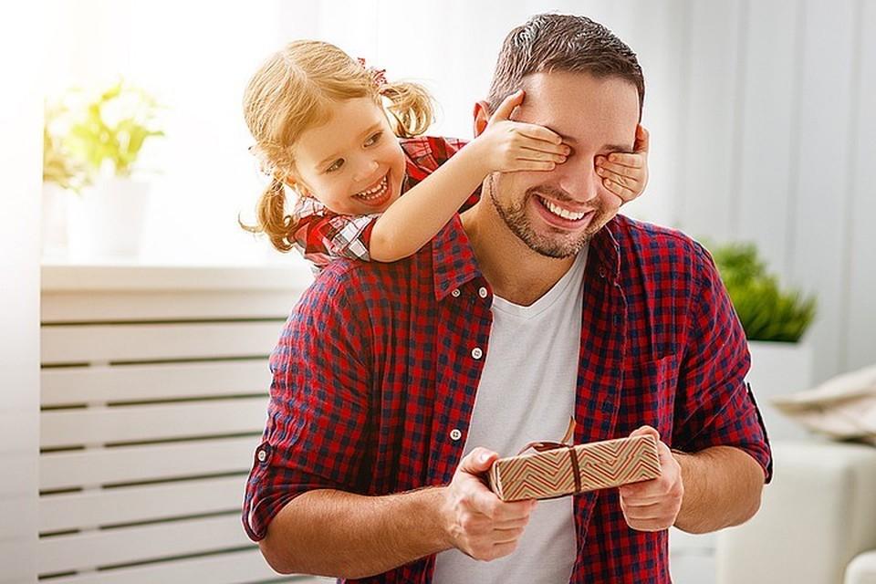 Экономист прокомментировал идею выдавать маткапитал отцам детей от суррогатных матерей