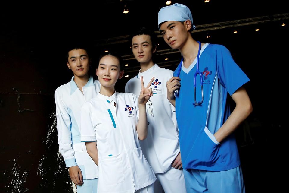 """Защитное облачение медиков """"красной зоны"""" разработал Пекинский институт технологий моды совместно с китайской корпорацией Dishang"""