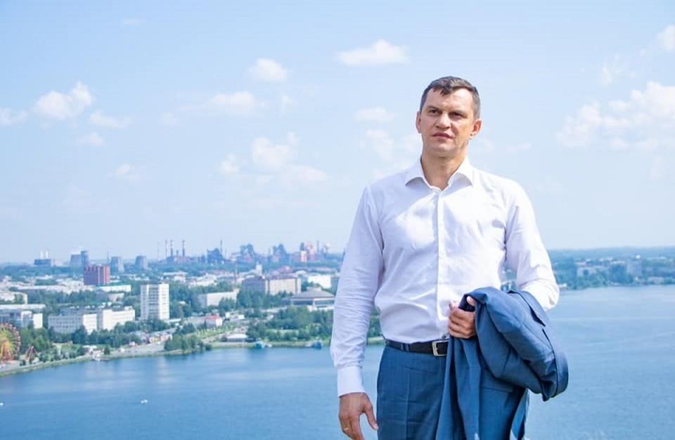 Алексей Балыбердин на фоне родного Нижнего Тагила. Фото: Facebook депутата Госдумы
