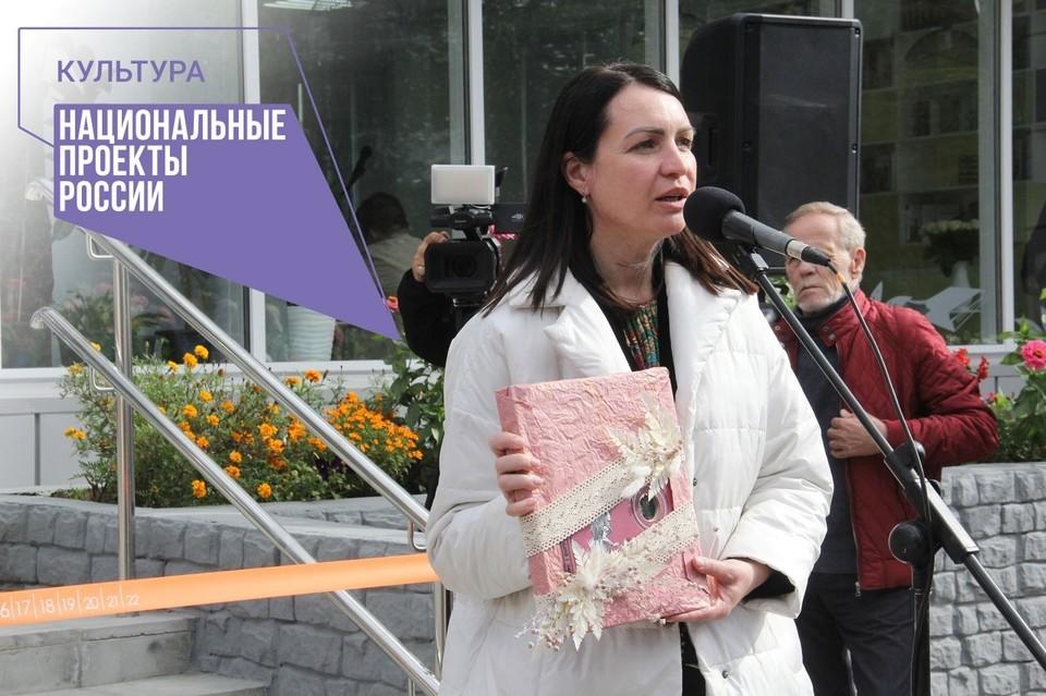 Мэр Оксана Фадина побывала на открытии новой модельной библиотеки для детей.