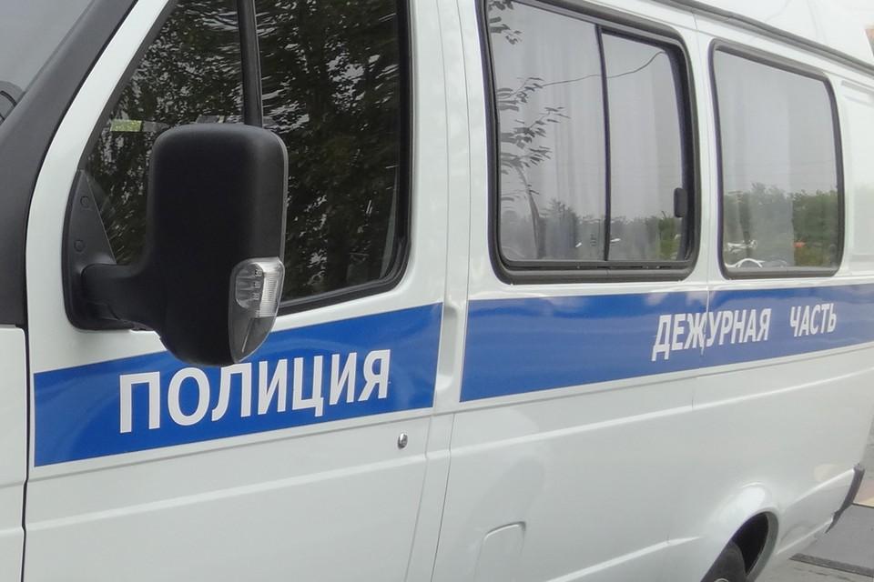 Во дворе дома по улице Беляева в Тюмени мужчине неизвестный сломал нос.