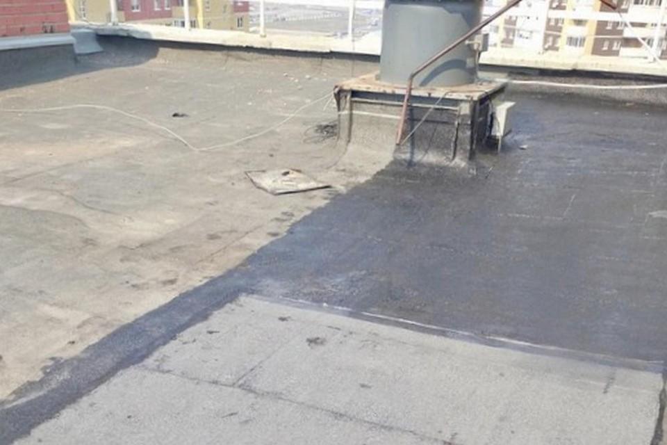 В Тюмени УК обязали отремонтировать кровлю дома после протечек воды в квартиру.