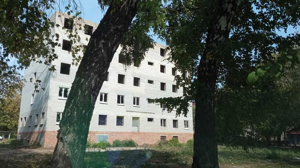 Здесь должно было быть общежитие для филиала строительного института, но стройку давным-давно забросили