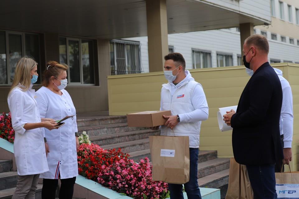 Представители МГЕР из единого волонтерского штаба, созданного по инициативе «Единой России» весной этого года, посетили Тульскую детскую областную клиническую больницу.