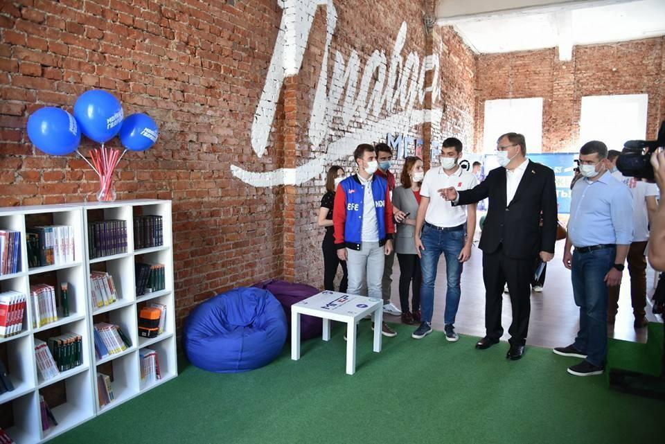 Председатель Заксобрания Александр Ищенко уверен, что площадка станет центром притяжения для молодежи с активной гражданской позицией. Фото: пресс-служба ЗС РО